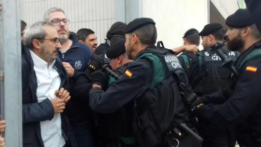 Amnistia Internacional denuncia «l'obstrucció» de la fiscalia i d'Interior per aclarir els «abusos» policials de l'1-O