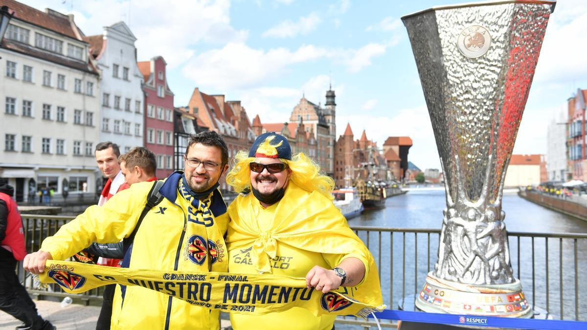 La afición del Villarreal podrá fotografiarse con el trofeo de la Europa League.