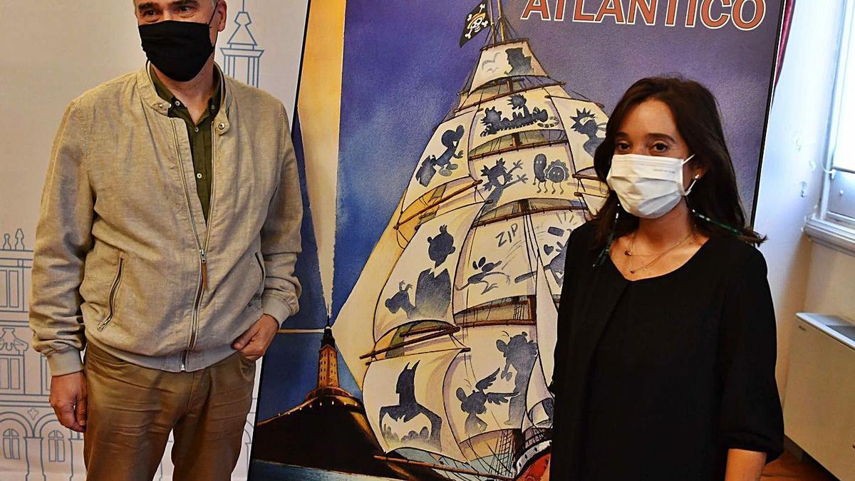 Miguelanxo Prado e a alcaldesa, Inés Rey, onte, co cartel do festival, obra de Teresa Valero.   | // VÍCTOR ECHAVE