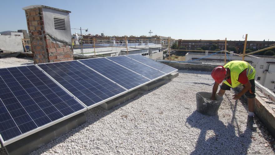 Las obras de eficiencia energética en varias viviendas de Las Moreras estarán acabadas en septiembre