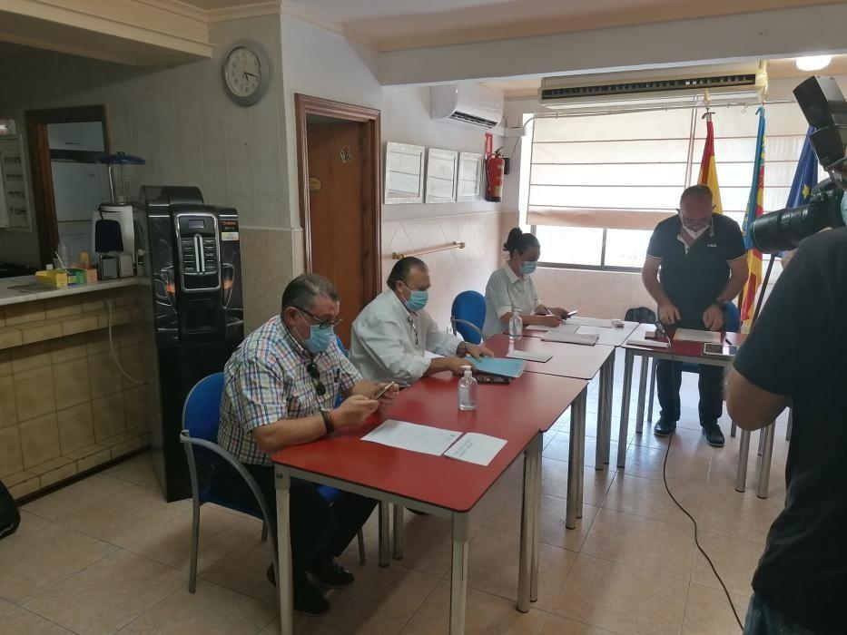 El apoyo de la exsocialista Amparo Molla, hace alcalde al popular Cristóbal Sala en una moción de censura que desbanca al socialista David Espi.