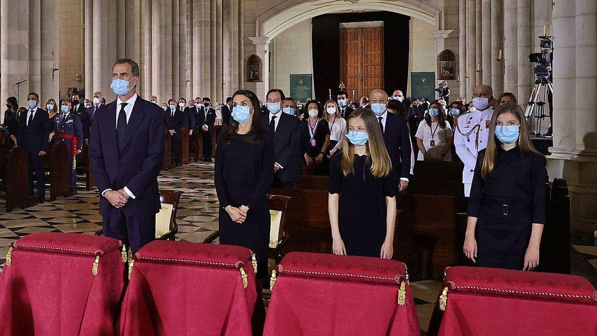 Los Reyes presiden la misa funeral por las víctimas