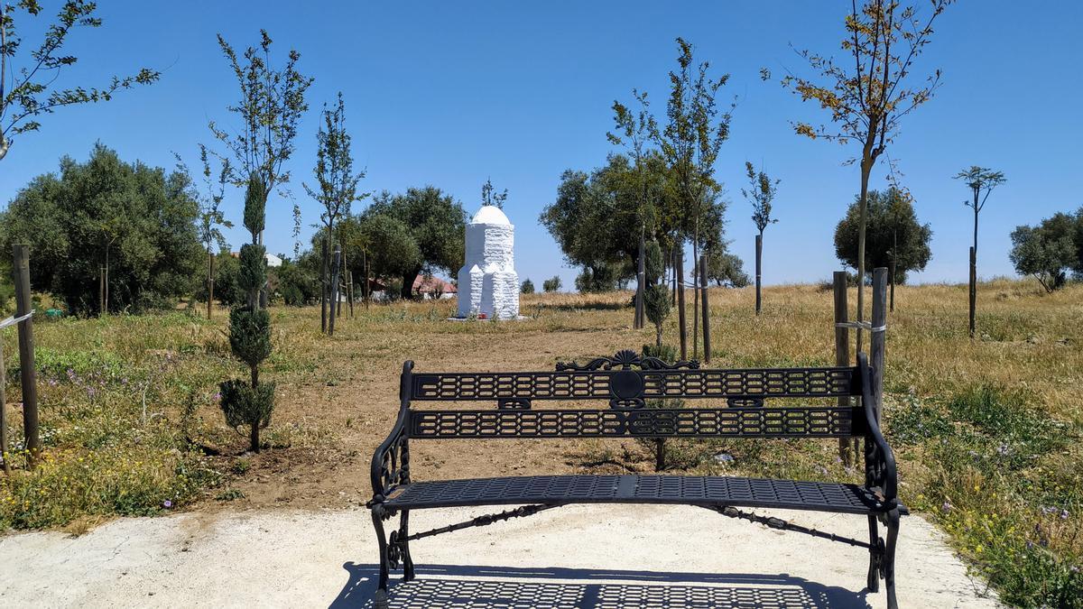 Zona ajardinada de la recuperada Cruz de la Candelaria