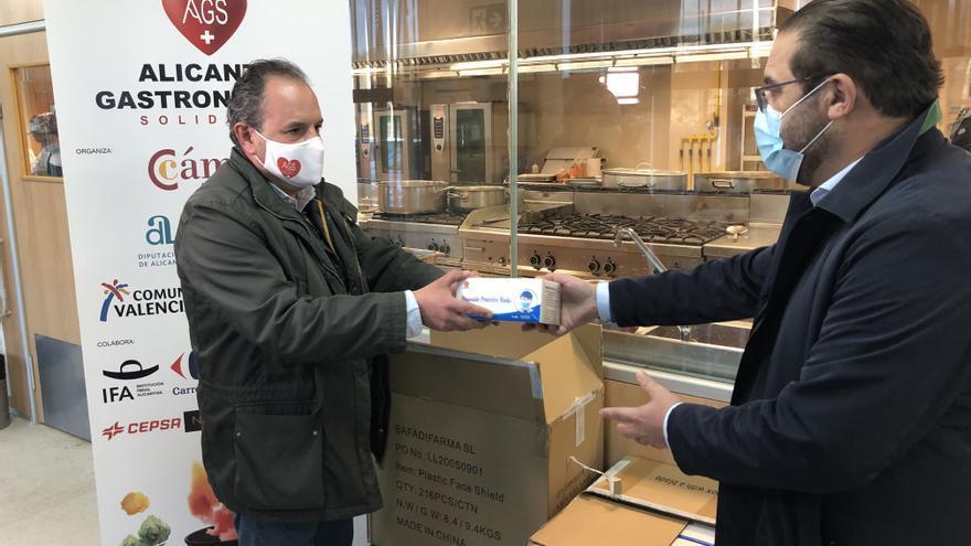 Mascarillas y gafas de protección para los voluntarios de Alicante Gastronómica