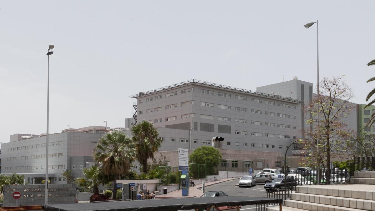 Unas 343 personas permanecen hospitalizadas en Canarias con coronavirus, 43 de ellas en la UCI