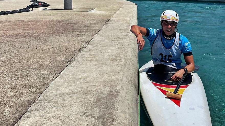 Núria Vilarruba, amb la seva embarcació al canal olímpic.  fed.esp.piragüisme | FED. ESPANYOLA DE PIRAGÜISME