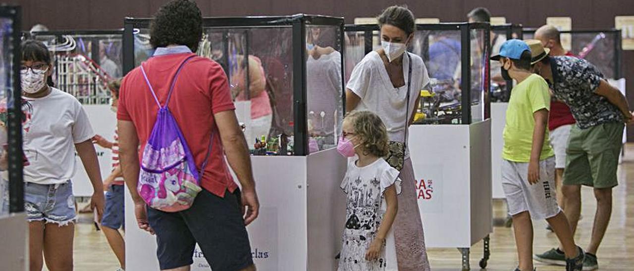 Platja de Gandia Més de 14.000 persones visiten «Gandia Bricks» | ÀLEX OLTRA