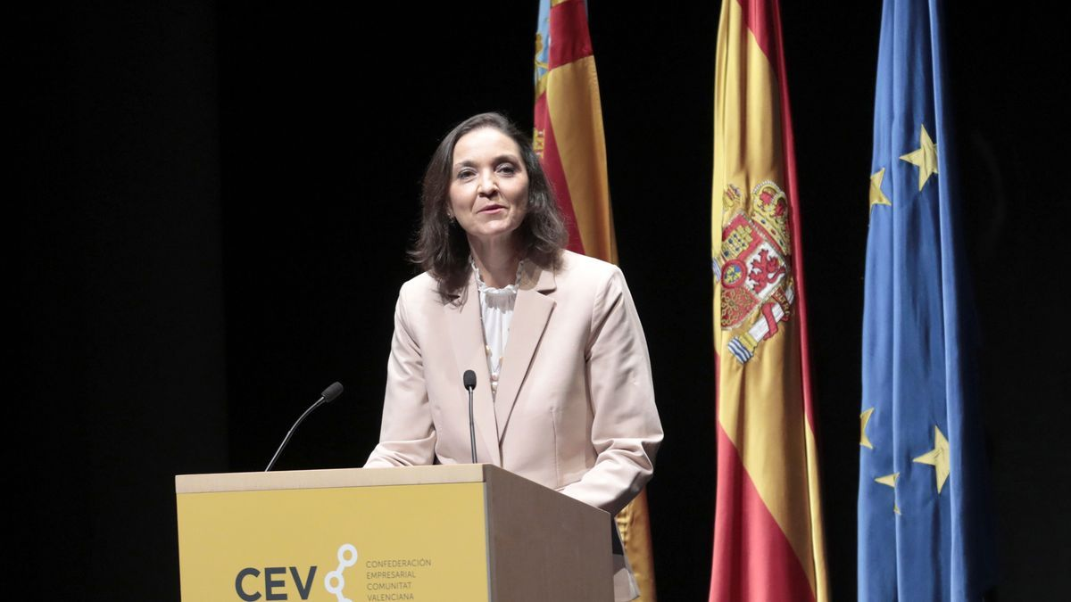 La ministra Reyes Maroto en su discurso de la asamblea general de la CEV