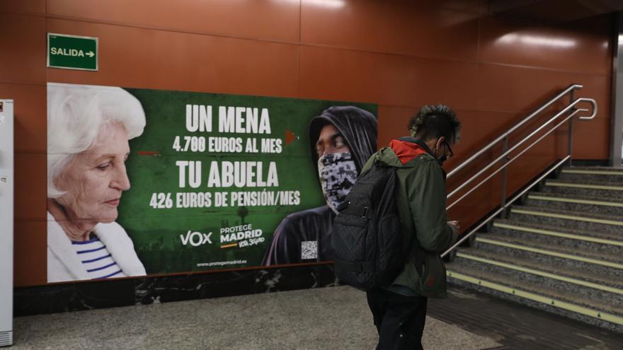"""La Justicia avala el cartel de Vox contra los 'menas': """"Son un problema social y político"""""""