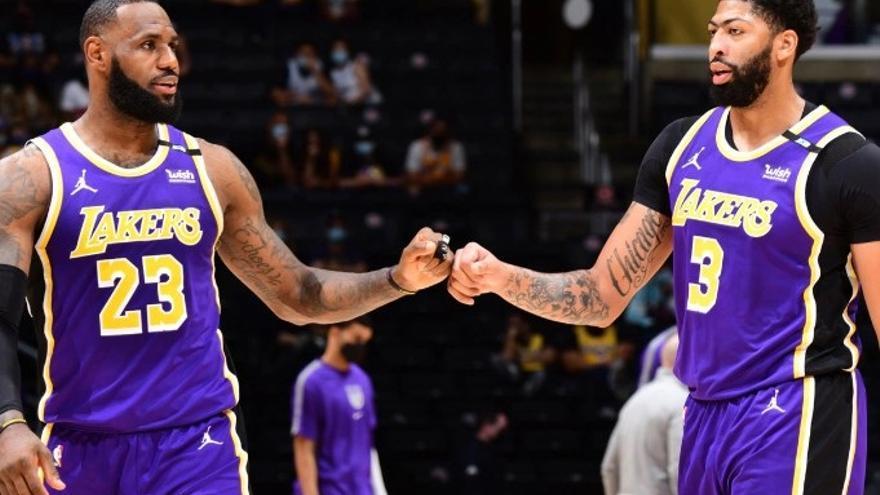 LeBron acaba con los Warriors y lleva a los Lakers a los playoff