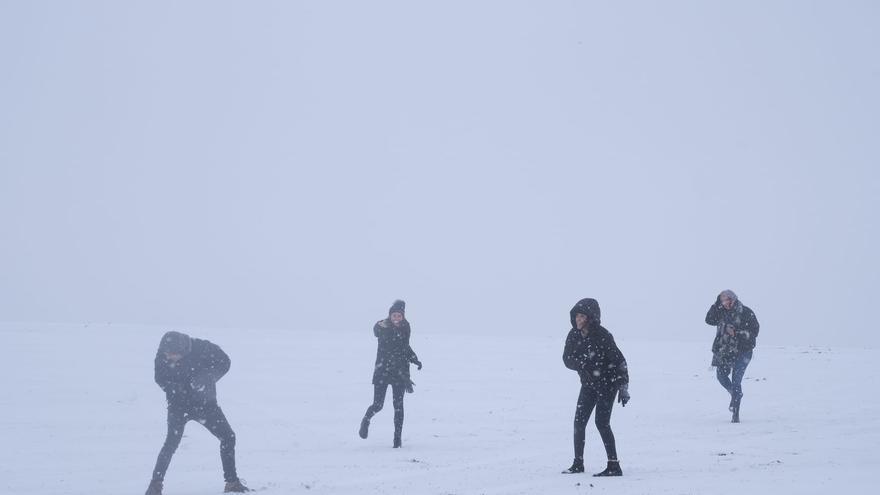 El temporal de frío y nieve en la provincia de Alicante, en imágenes