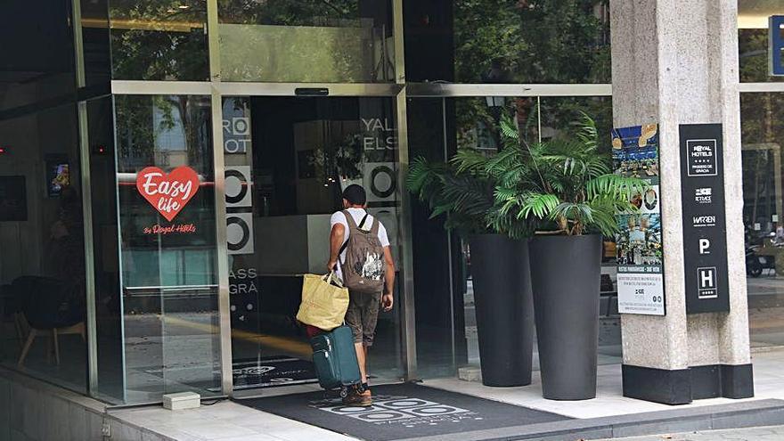 El nombre de turistes internacionals va caure  un 94,4% al novembre