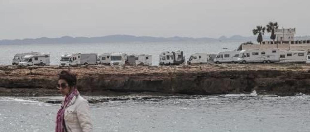 Costas urge al Ayuntamiento a evitar las acampadas de autocaravanas sin control