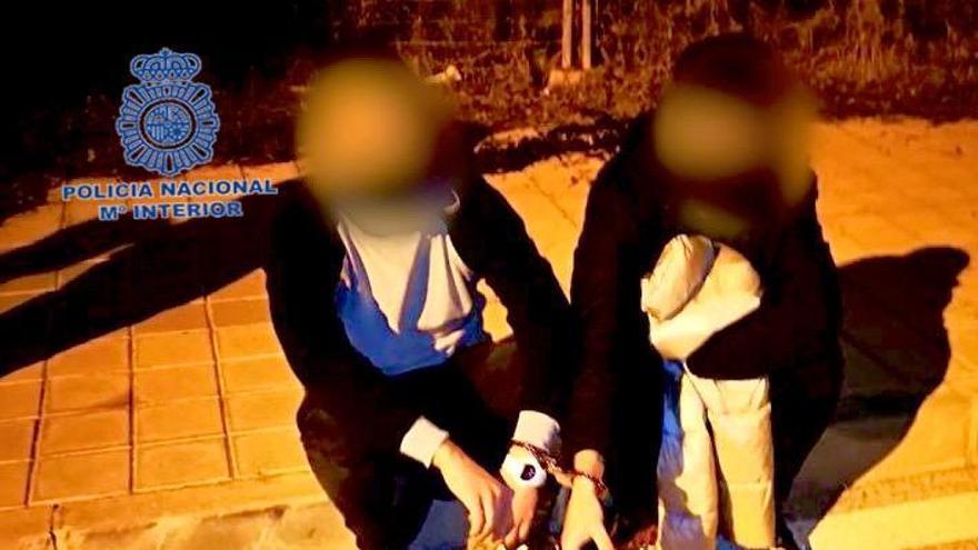La Policía Nacional detiene in fraganti a tres personas por robos con fuerza en interior de domicilio