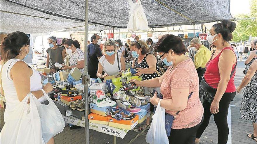 Fakali y el Ayuntamiento se comprometen a revitalizar el comercio ambulante