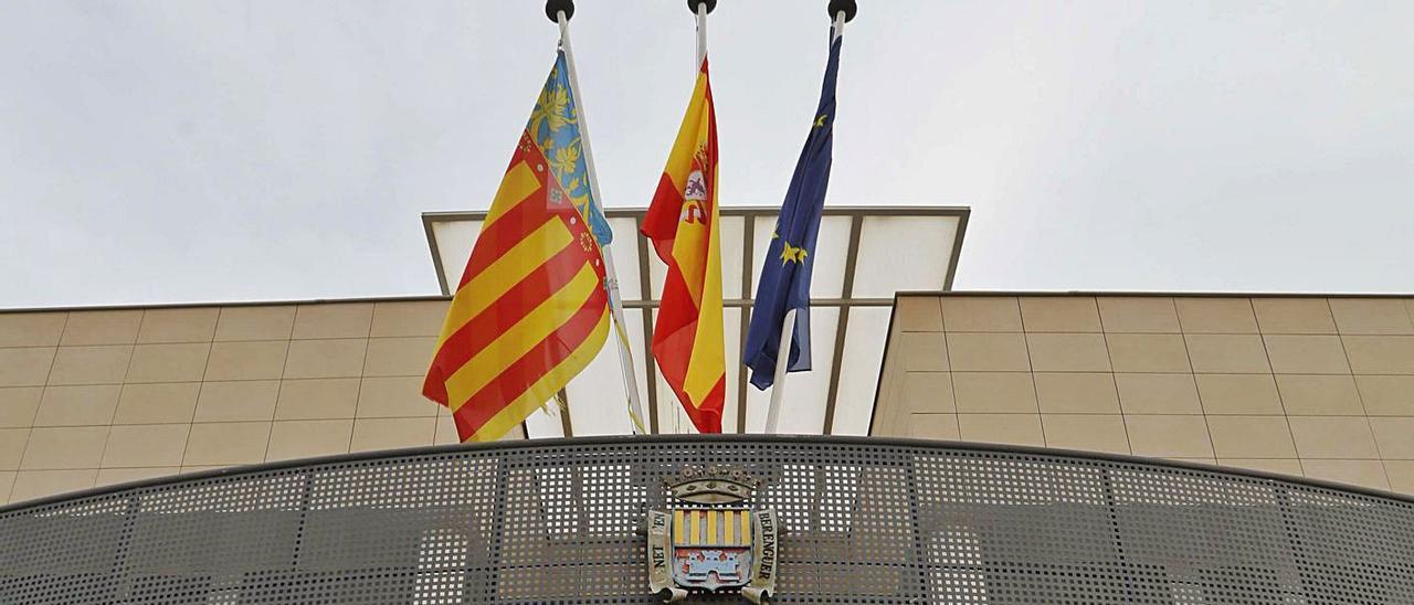 Fachada del Ayuntamiento de Canet d'en Berenguer.   DANIEL TORTAJADA
