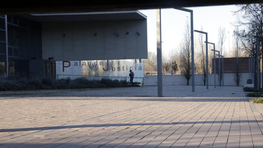 L'Audiència confirma la condemna a un sotsinspector dels Mossos que va clavar un cop de puny a una dona a Girona
