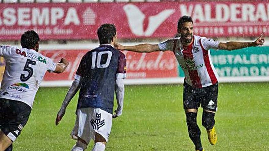 Murci celebra su último gol ante el Atlético Tordesillas.