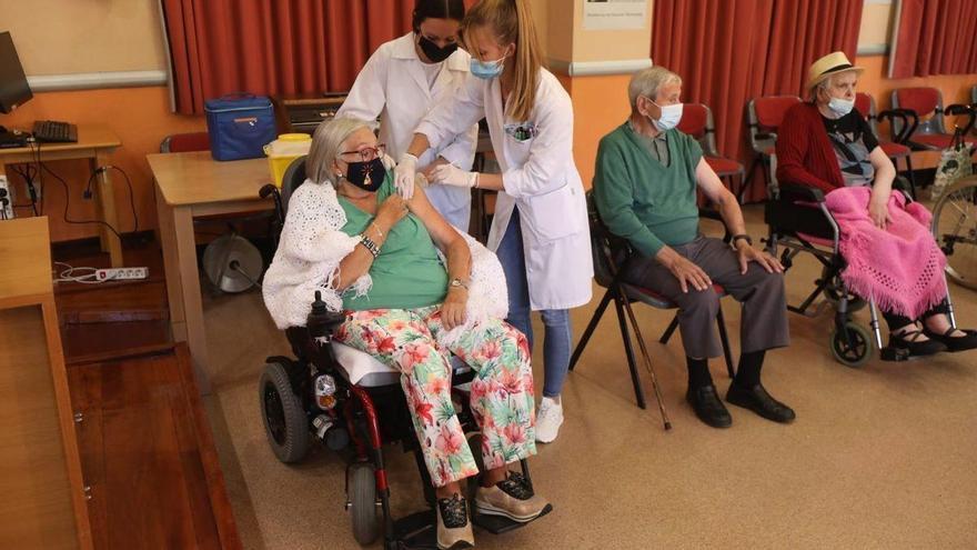 Los residentes ya tienen la tercera dosis contra el coronavirus