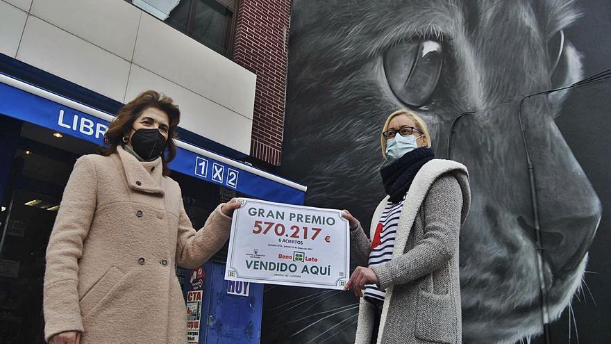 El mural del gato negro de Lugones trae la suerte: Premio de 570.000 euros en la administración anexa