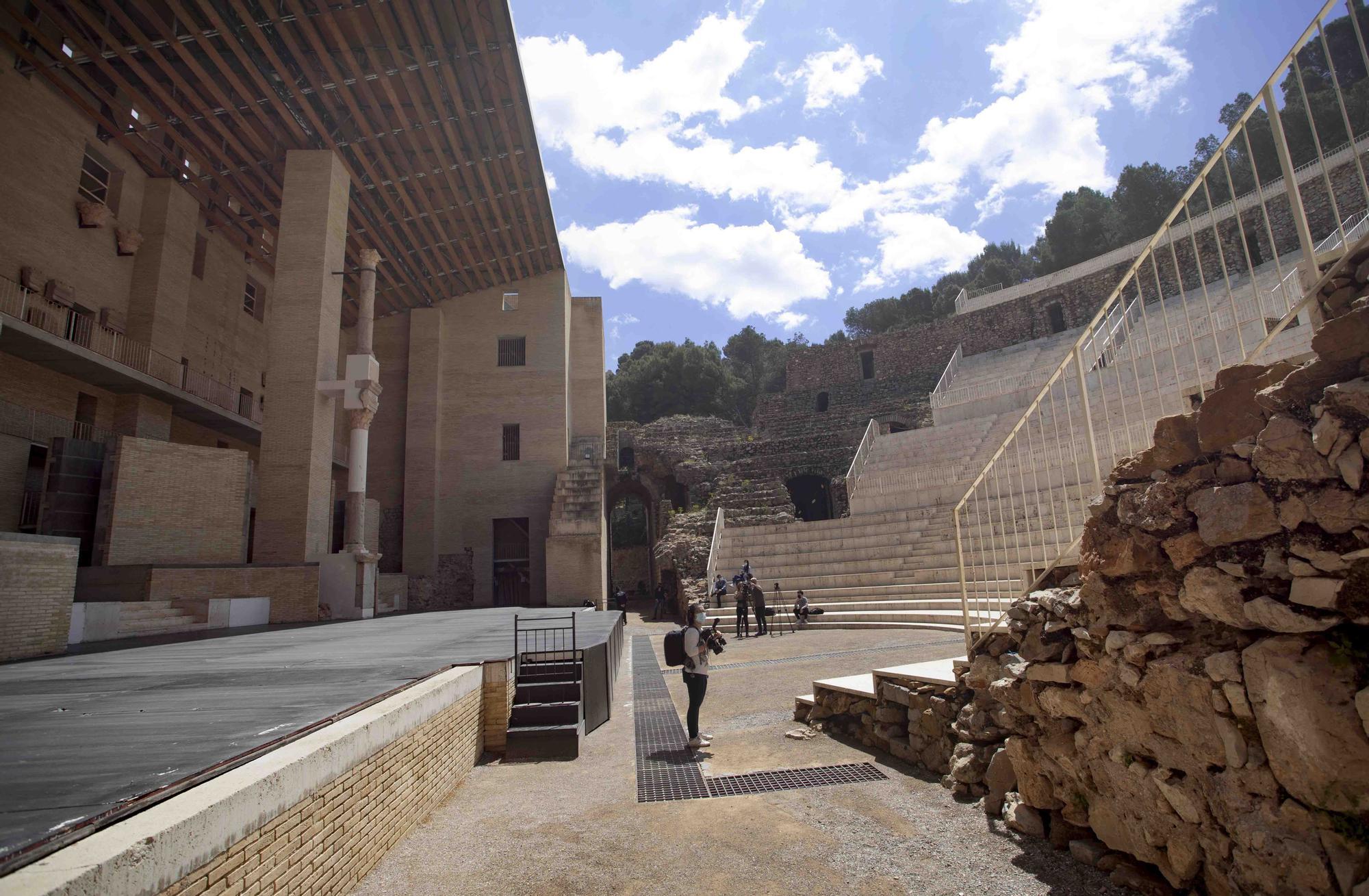 El ministro de Cultura visita el patrimonio de Sagunt.