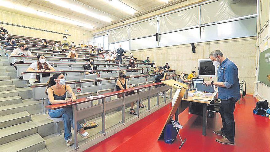 Unos 9.000 opositores de Secundaria luchan por una de las 828 plazas