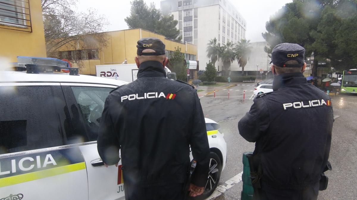 Una patrulla de la Policía Nacional en Lucena.