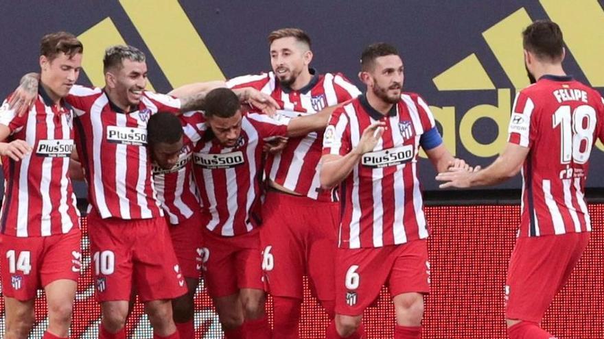 El Atlético mete cuatro al Cádiz y consolida su liderato