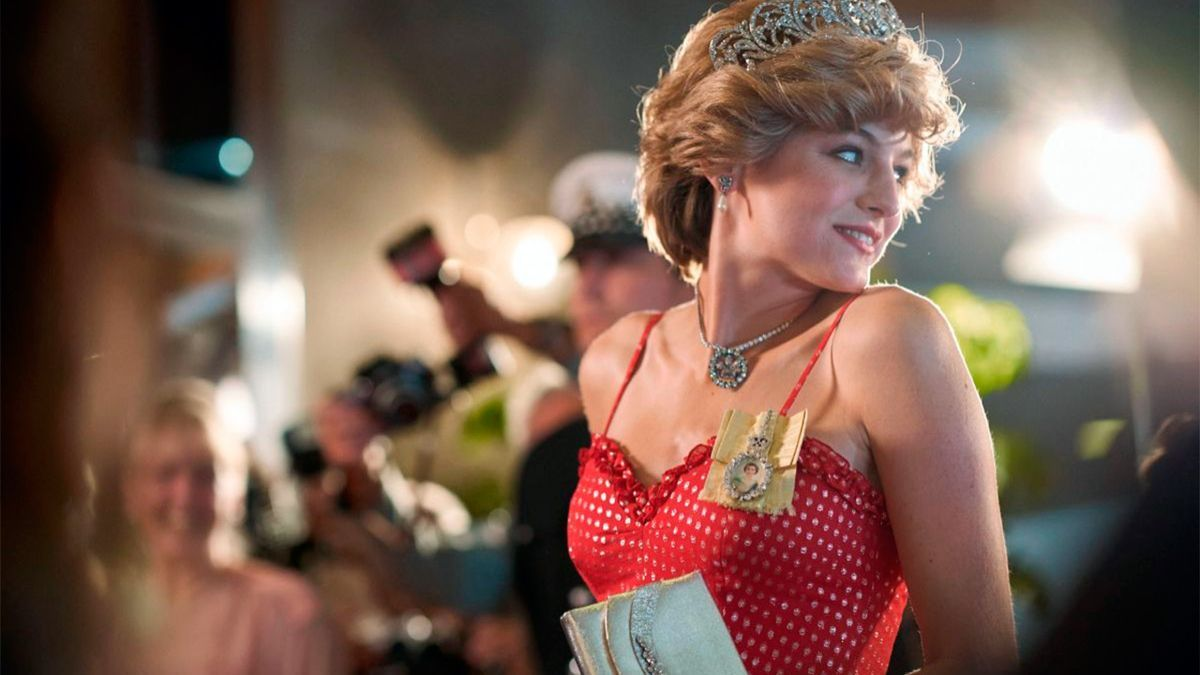 La actriz Enma Corrin como la princesa Diana en The Crown