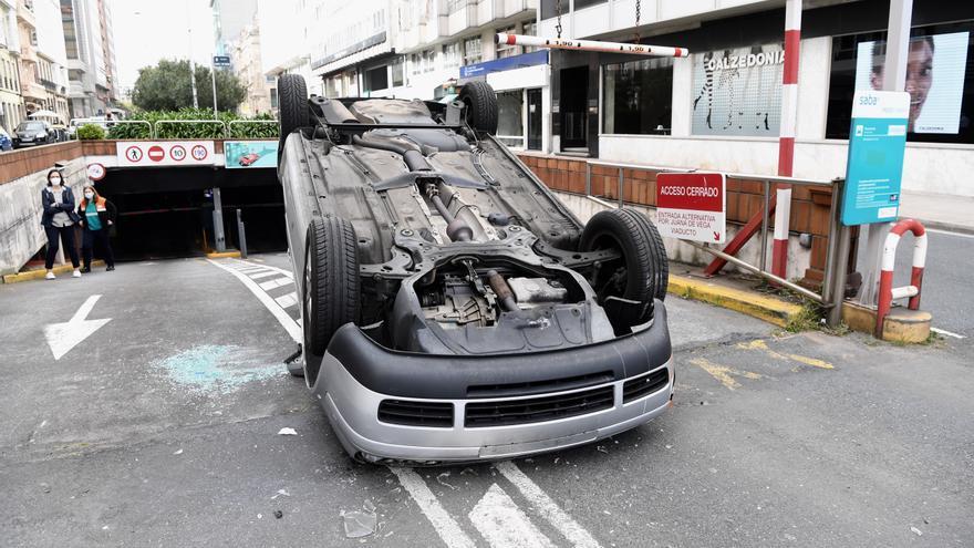 Vuelco en el aparcamiento de Juana de Vega
