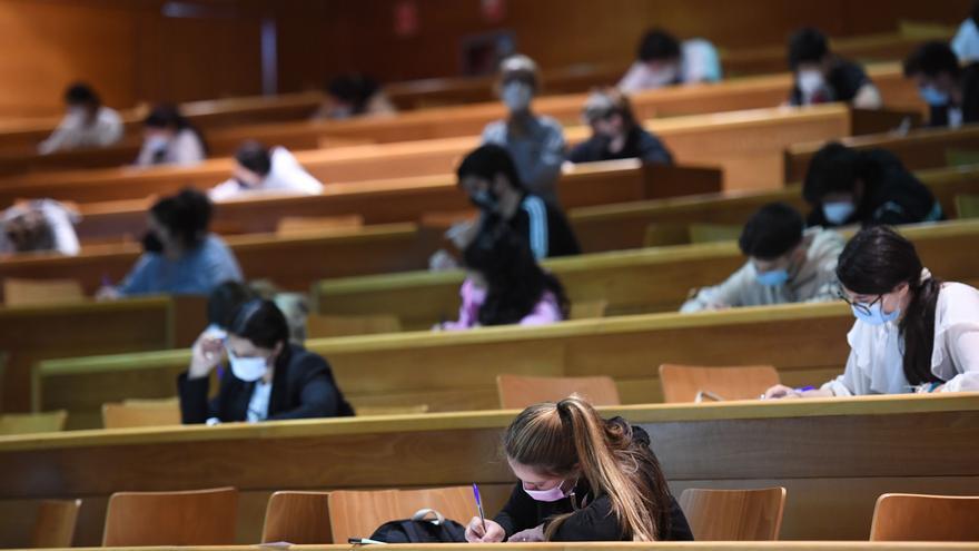 """La selectividad extraordinaria arranca en Galicia """"sin problemas"""", con más de 2.600 alumnos convocados"""