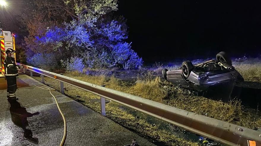 Fallece el conductor de un turismo al salirse de la vía en Berrueces (Valladolid)