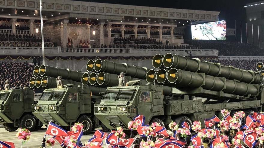Pionyang acoge un desfile militar tras concluir el congreso del partido