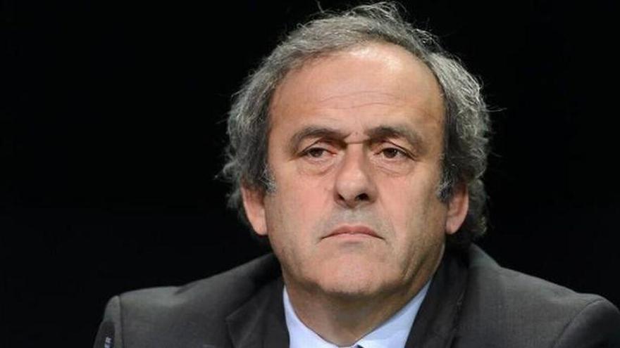 Platini queda en libertad tras declarar durante varias horas