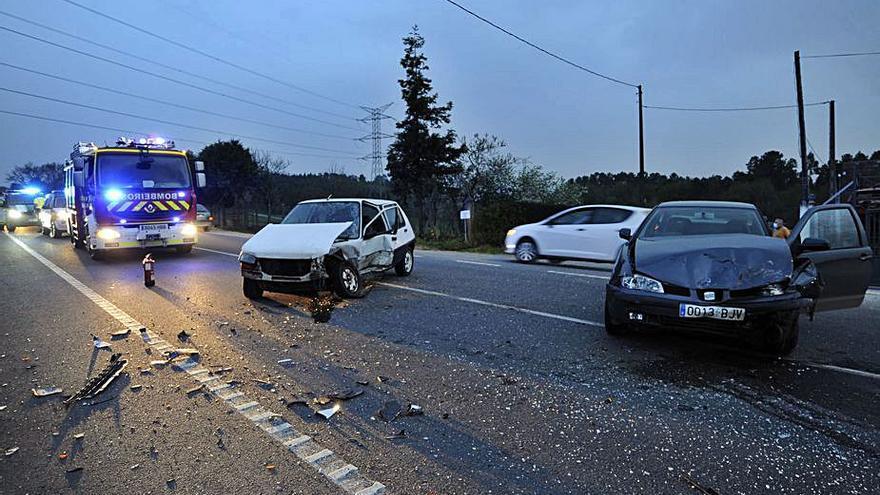 Dos heridos en una colisión junto a Desguaces Rolán
