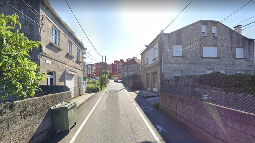 Un 'policía de balcón' delata a un conductor que intentaba huir tras tirar una farola en Coia