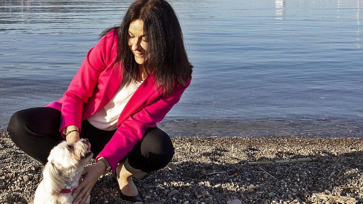 Núria Escarpanter, amb la seva mascota, es declara obertament amant dels animals