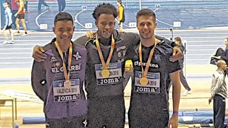 Yidiel Contreras gana el oro en los 60 vallas del Nacional en pista cubierta