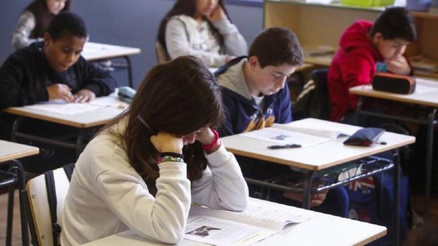 Un alumno se lleva un aplauso en redes sociales por su emotivo gesto