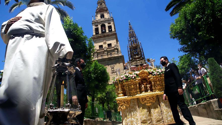 El Patio de los Naranjos acoge la procesión del Corpus Christi