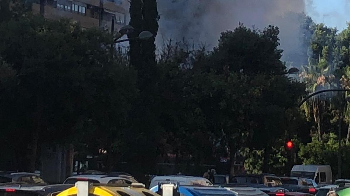 Arde un autobús en la avenida Aragón de València