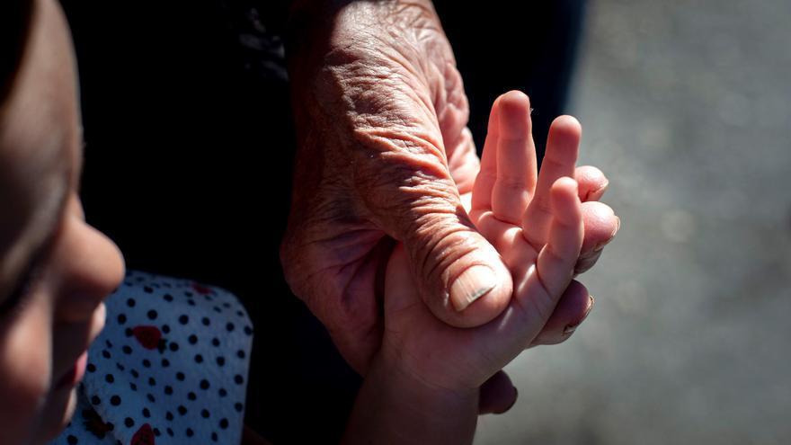 La soledad de los mayores en España: mucha familia y pocos amigos