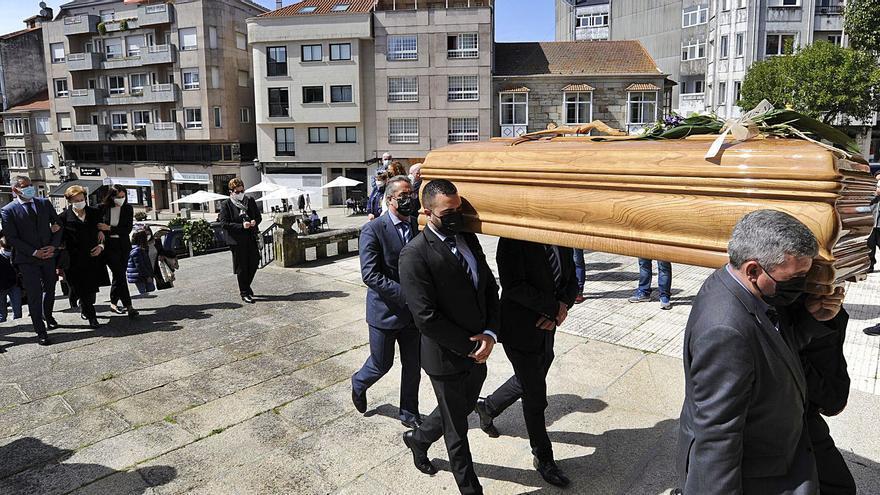 Vecinos y amigos despiden a Adolfo Campos Panadeiros