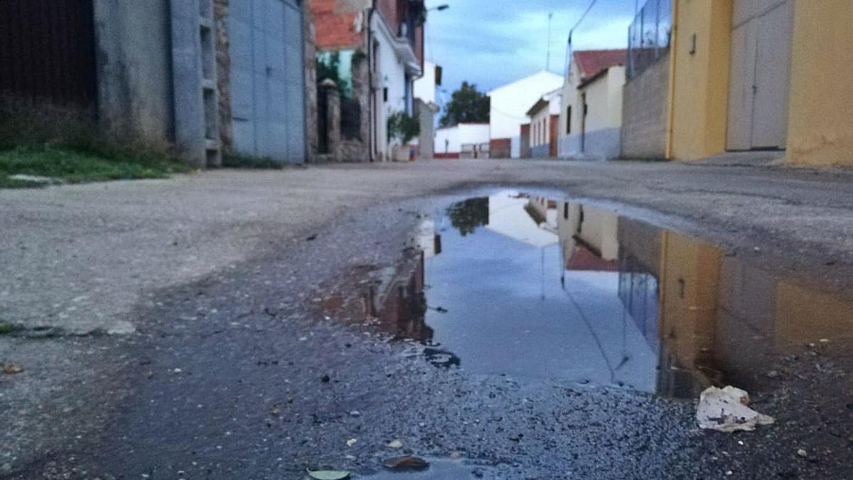 Una calle completamente vacía en Santa Croya de Tera.