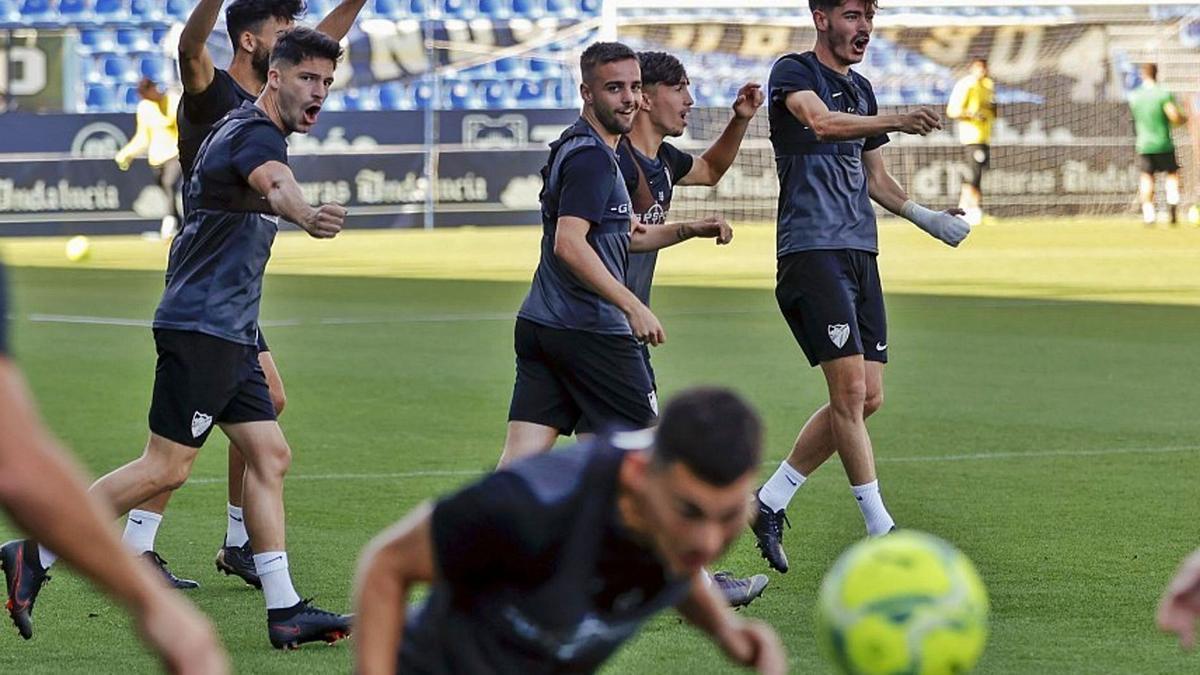 Los jugadores del Málaga, entrenando en Martiricos.
