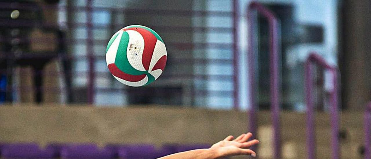 Voleibol Primer triunfo de P. Martínez y su equipo   SANAYA