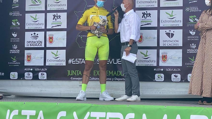 Miguel Ángel Fernández vuela en el primer sprint de la Vuelta a Extremadura