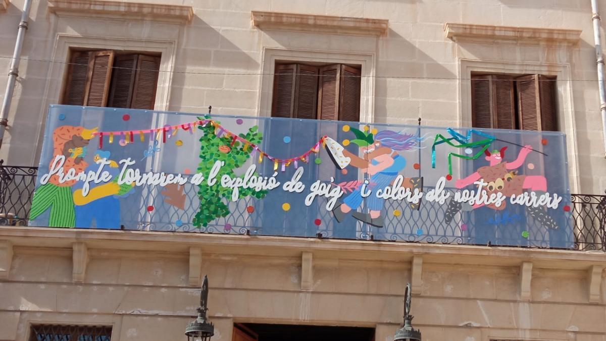 Cartel de carnaval en el Ayuntamiento de Monóvar.