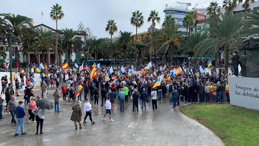 Unos 1.000 manifestantes piden frente a la delegación del Gobierno que no se aloje a inmigrantes como turistas