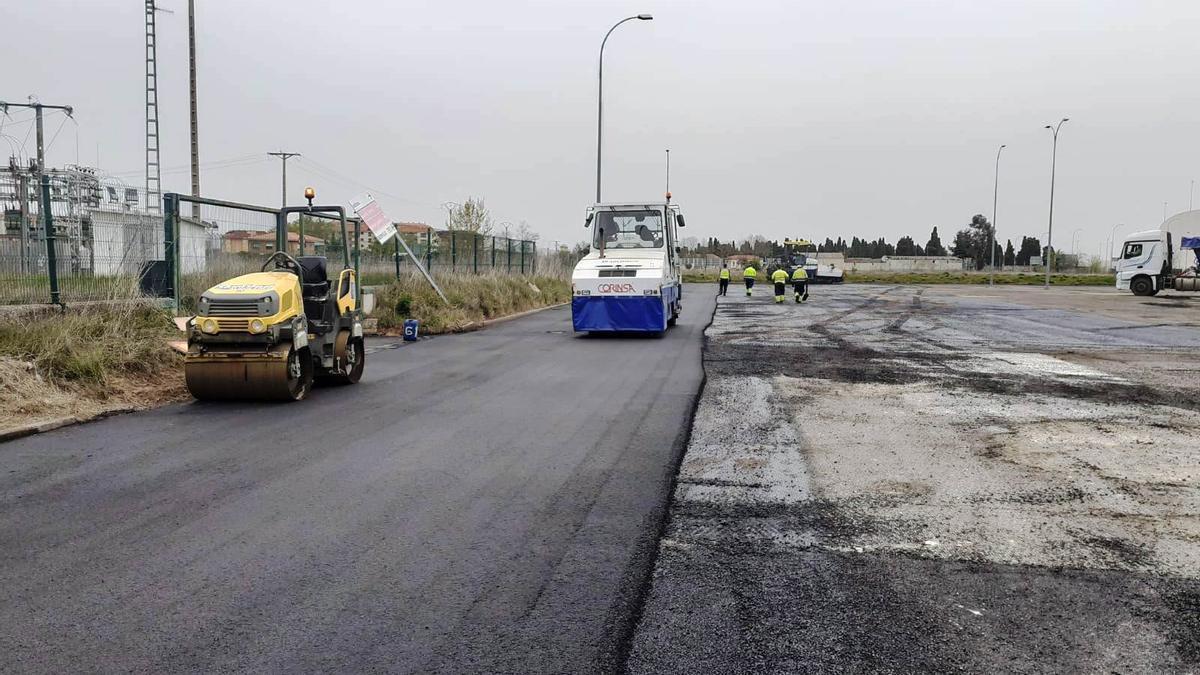 Asfaltado del aparcamiento del estadio Ruta de la Plata de Zamora.